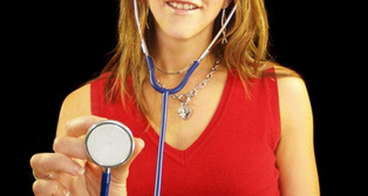 Los pediatras evalúan, diagnostican y tratan las necesidades médicas de los infantes, niños y adolescentes.