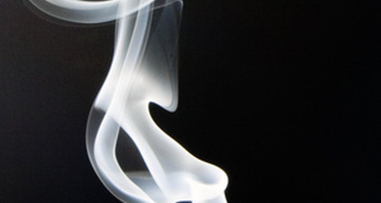 A fumaça deixada para trás por um incêndio, muitas vezes, deixa um odor desagradável