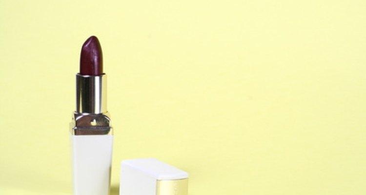 Muchas personas eligen una marca de lápiz labial sobre la base de los colores y las textura que ofrece.