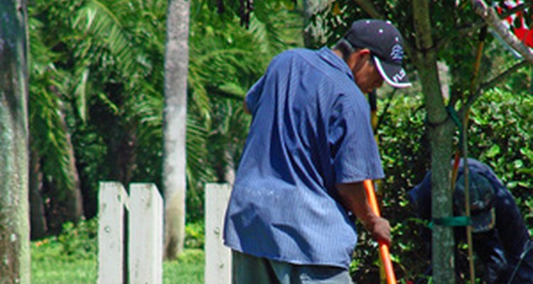 El trabajo duro hace sudar y puede resultar en manchas de sudor en la ropa.