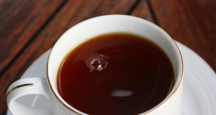 Prepare um chá com folhas de uva-ursina e raízes de malvarisco