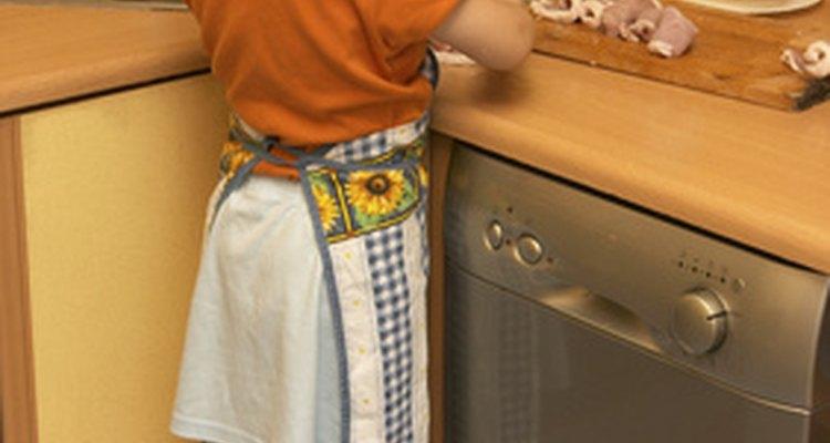 Los niños se benefician al pasar tiempo en la cocina.