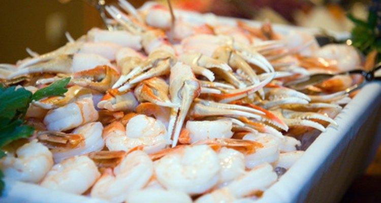 La comida del mar, como los pescados y mariscos, son parte de la categoría de carnes.