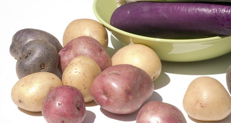 A berinjela e a batata podem remover o sal da sopa