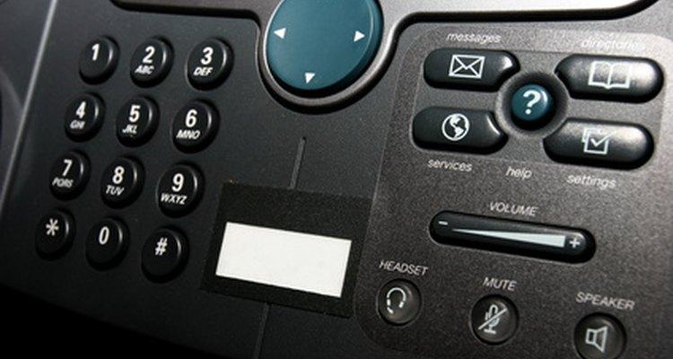 Programar data e hora no seu Panasonic KX-T7730 pode envolver algumas etapas