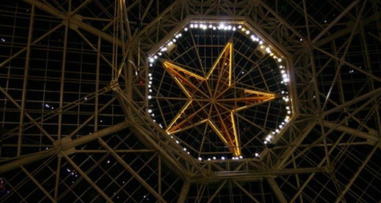 Estrelas de cinco pontas costumam ser vistas como símbolos religiosos ou espirituais