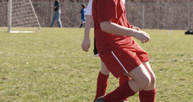 Los equipos deportivos infantiles ayudan a los niños a aprender habilidades para la vida activa.