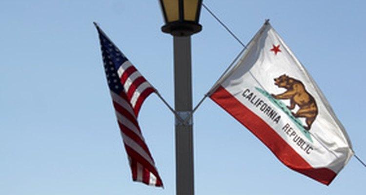 La bandera de California fue adoptada en 1911.