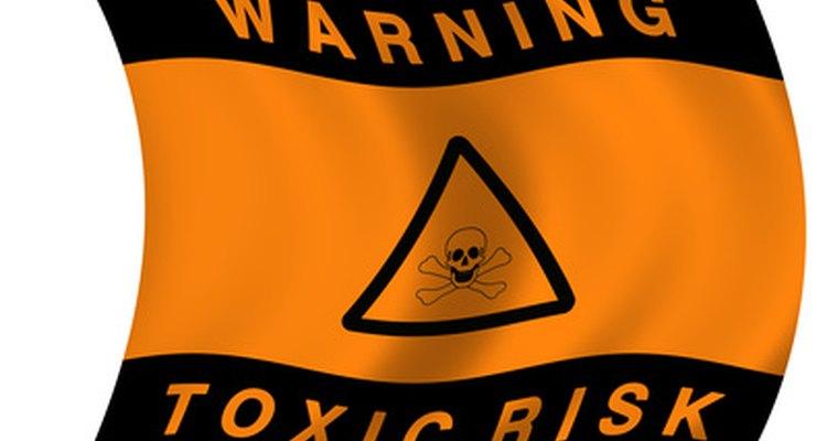 O sulfato de cobre possui usos benéficos, porém é uma substância tóxica