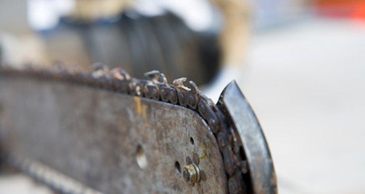 Para cortar um tronco em tábuas é preciso utilizar uma serra com dentes retos