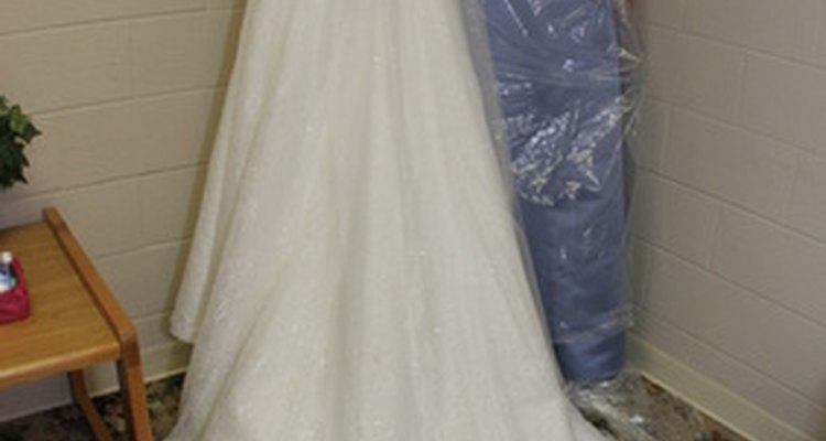 Determina dónde arreglarás tu vestido de novia después de la ceremonia.