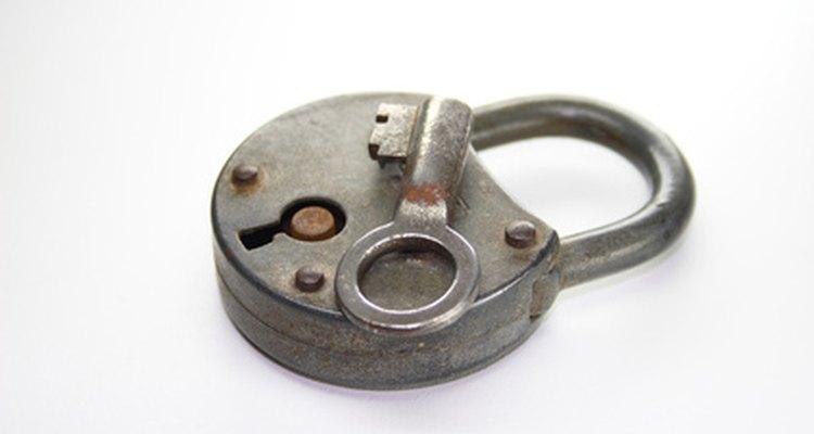 Se você perdeu a chave para o cadeado da antiguidade então, às vezes, arrombar a fechadura é a única solução