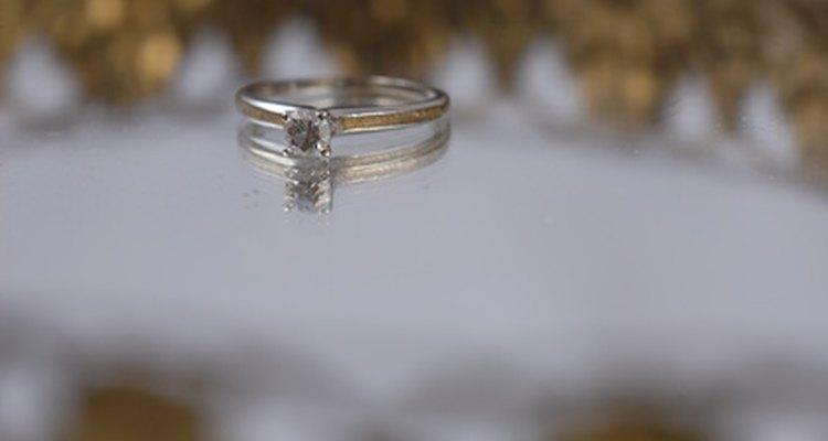 Existe una importante diferencia entre los anillos de compromiso y de promesa.