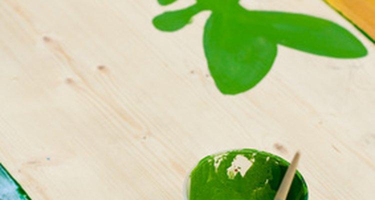 Pinta utilizando una plantilla hecha en casa.