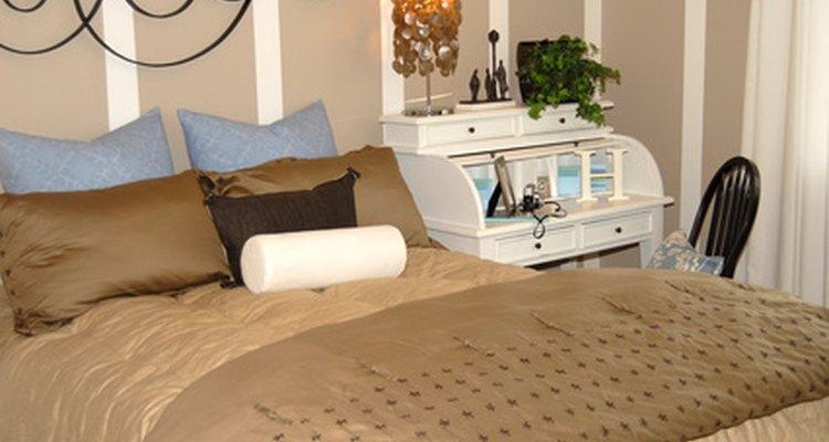 Compra edredones y protectores de almohada en telas de verano.