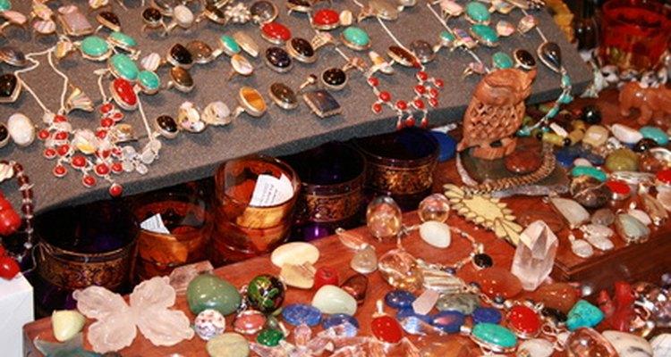 Pedras preciosas possuem várias qualidades ópticas interessantes, que as tornam ótimas para adorno