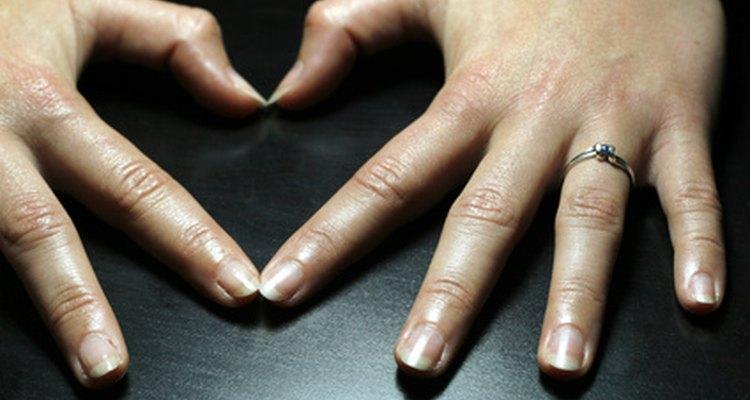 En promedio, tus uñas crecen aproximadamente 1,5 pulgadas por año.