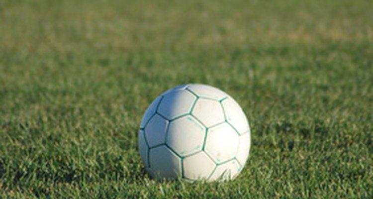 Há  uma infinidade de movimentos para serem aprendidos e aperfeiçoados no futebol