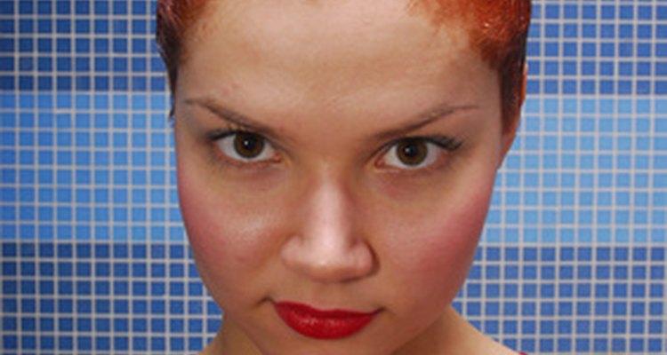 É melhor esperar uma a duas semanas para pintar o cabelo depois de fazer permanente