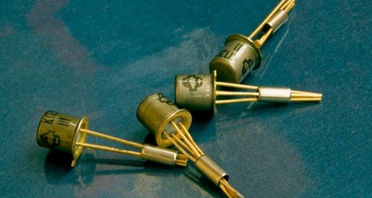Usa dos transistores de alta potencia para este circuito.
