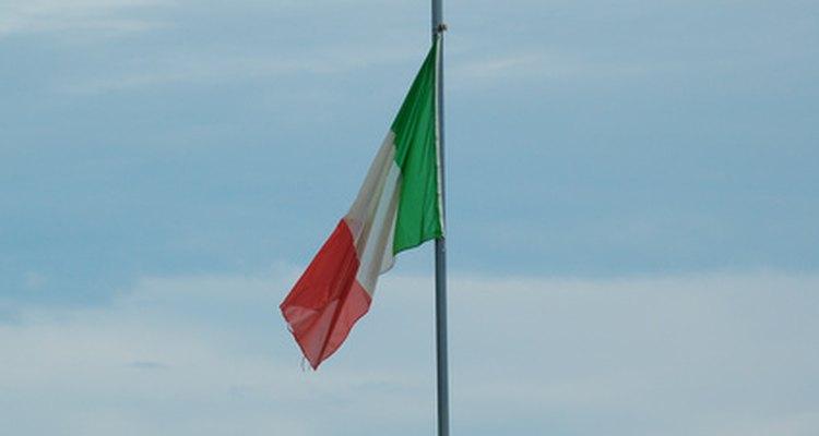 Hay ventajas financieras, patrióticas e internacionales para unirse al ejército italiano.