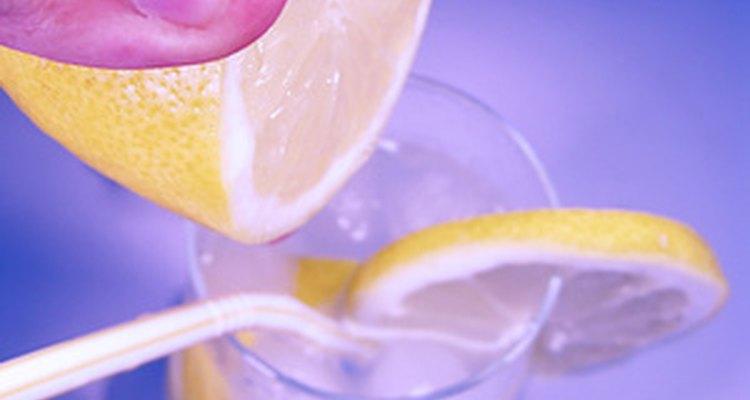 Prueba con jugo de limón.