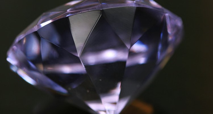 La alta presión hace que los diamantes tengan una mayor densidad que el grafito.
