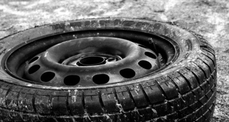 Um pneu velho serve como peça central para seu conjunto de espirobol