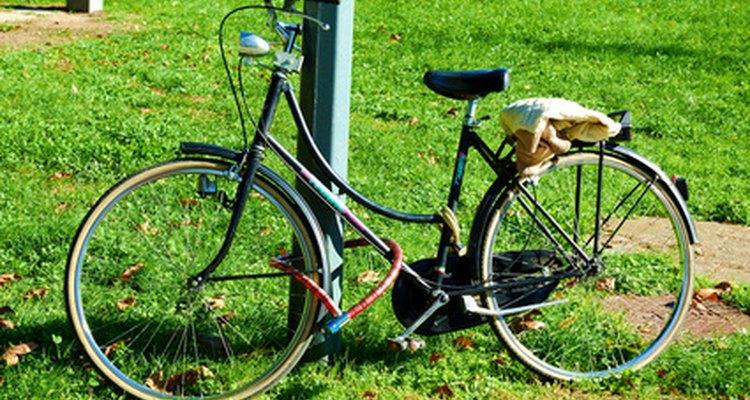 Antes de repintar sua bicicleta de alumínio, você deve remover a tinta velha