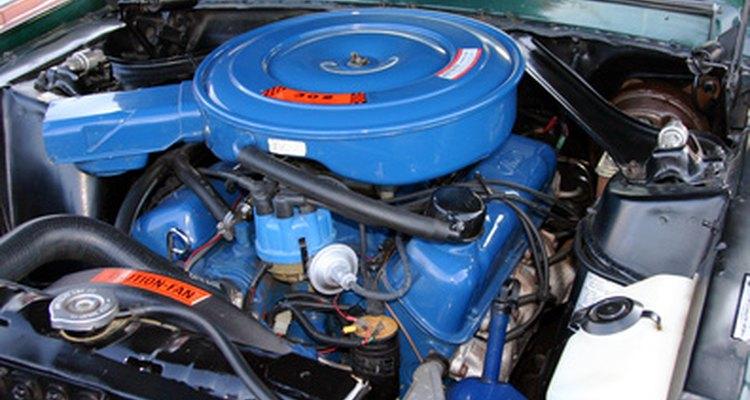El solenoide funciona con la energía del motor del automóvil para realizar su tarea.