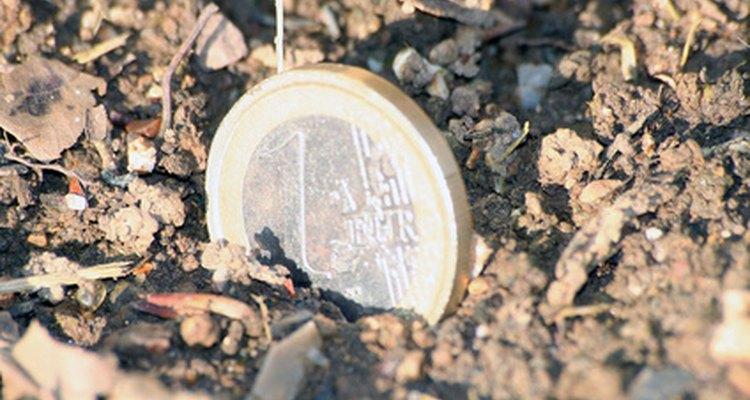 Los terrenos baldíos son el blanco principal de los residuos plásticos.