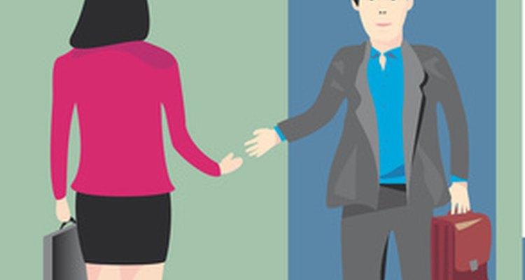 Aprende cómo rechazar a un candidato de empleo de manera profesional.