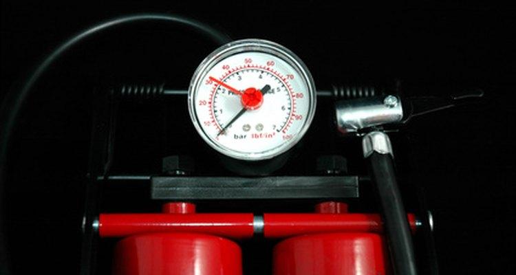 A ligação de dois compressores tem a ver com o controle da pressão, então fique atento ao barômetro