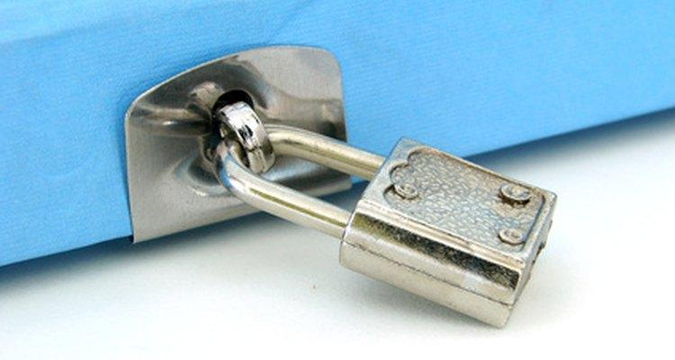 Fechaduras de diários não são feitos para propósitos de alta segurança, podendo ser arrombadas facilmente