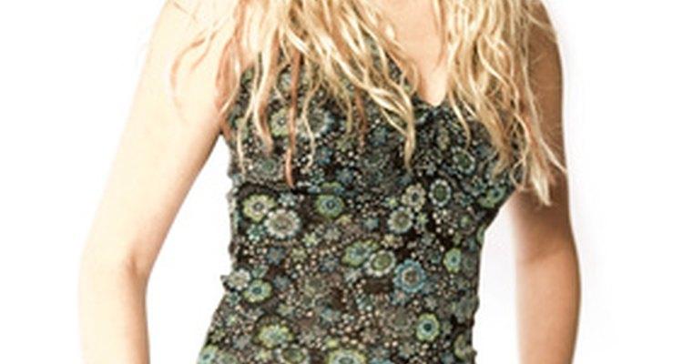 A empresa de roupas LRG oferece linha de moda para mulheres e homens