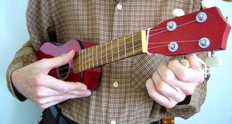 Para que o ukulele soe bem, é necessário fazê-lo com cuidado e minúcia