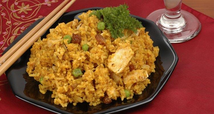Frango biryani é um prato popular de arroz com frango da culinária Hyderabadi