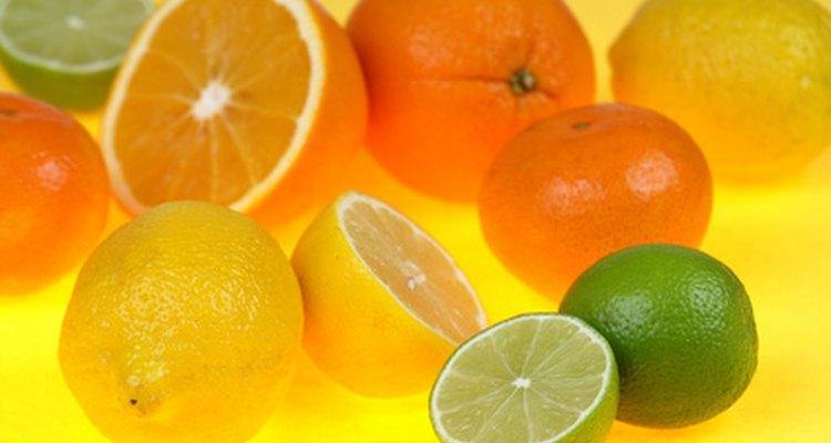 El ácido cítrico en es utilizado para prevenir la decoloración de frutas y vegetales.