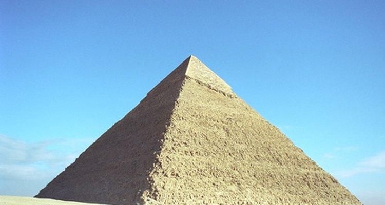 A Grande Pirâmide do Egito ainda hoje permanece tão misteriosa e impressionante quanto sempre em sua história.