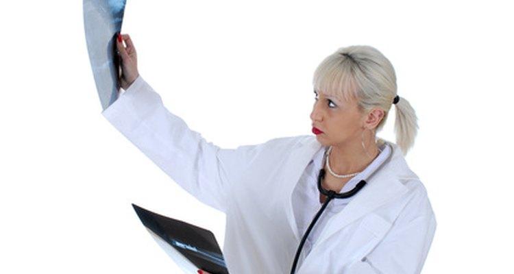 Um médico pode precisar tirar um raio-X para determinar se um tendão está rompido