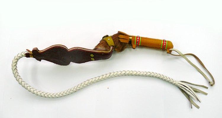 El látigo es indispensable para el disfraz de Indiana Jones.