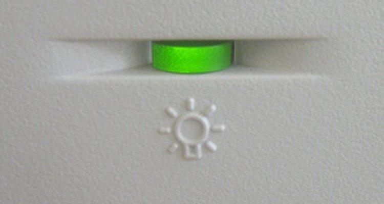 Uma lâmpada de LED verde em seu computador indicará o funcionamento correto do hardware