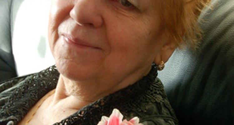 Haz que esa señora de 80 años se sienta especial en su cumpleaños.