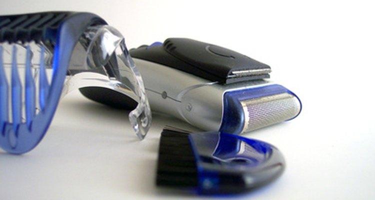 Verifique os regulamentos de segurança antes de viajar com o seu barbeador elétrico