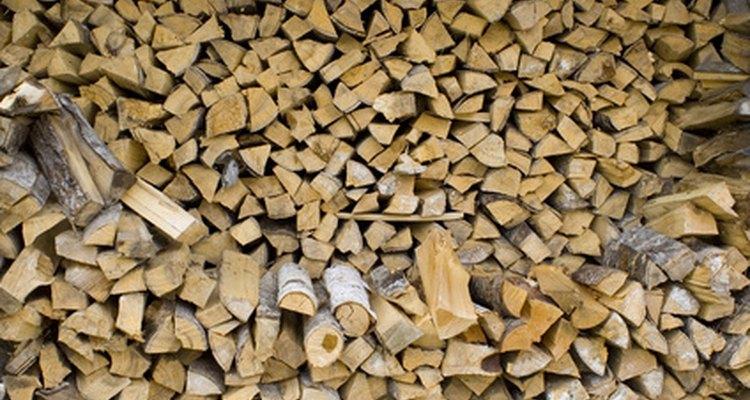 El tamaño correcto de la leña es importante para un buen fuego.