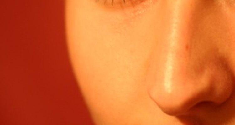 El acné a veces se agrava cuando las mujeres ovulan.