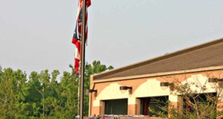 Las normas de la NFPA protegen a los bomberos y rescatistas de riesgos innecesarios en el lugar de trabajo.