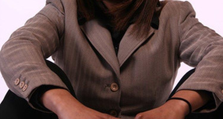 Algunos empleados con personalidades más sensibles pueden verse vencidos por la ansiedad en ambientes laborales estresantes.