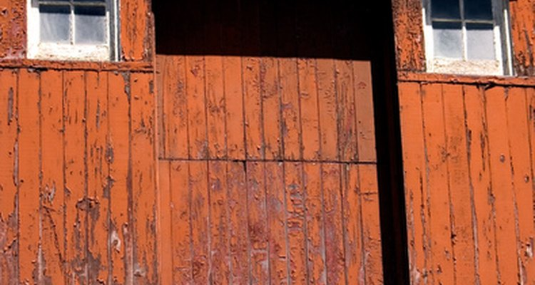 Mantenha portas corrediças de celeiro lubrificadas para melhor operação