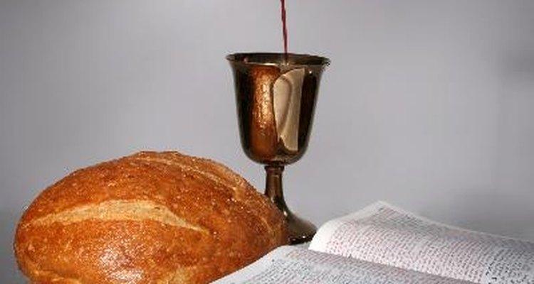 Existen ciertas tradiciones que se llevan a cabo en las ceremonias de Primera Comunión.